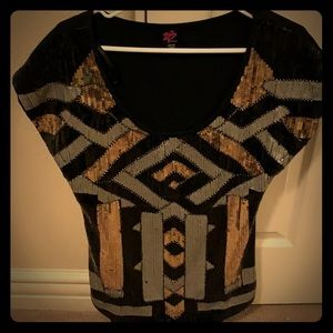 Sequined short sleeved top.